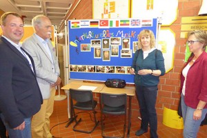 Herr Trappe, Herr Schüte und Frau Hartmann zu Besuch bei Frau Schuster, Musiklehrerin