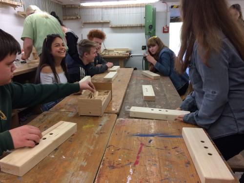 Gute Laune bei der Holzverarbeitung
