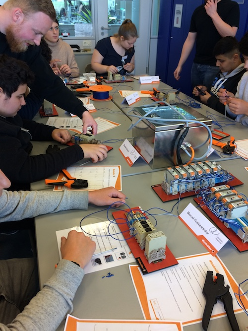 Sitzen hier die zukünftigen ElektronikerInnen für Geräte und Systeme?
