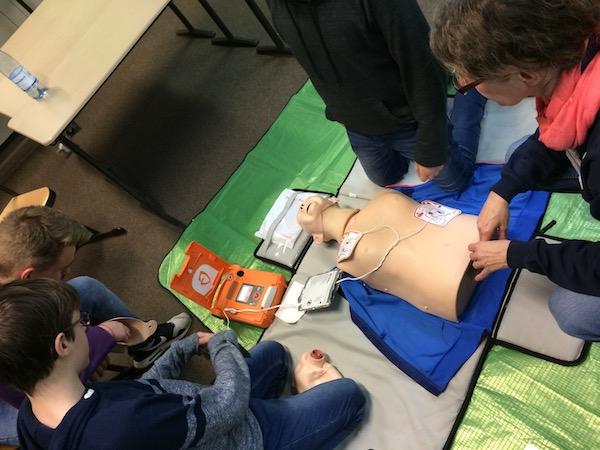 Richtiger Umgang mit dem Defibrillator