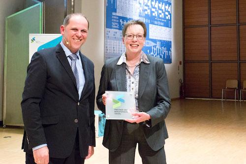 Stefan Wolf von der Peter-Gläser-Stiftung moderierte die Veranstaltung, Marianne Thomann Steht, Regierungspräsidentin, hielt die Laudatio - Foto von Birgit Sanders